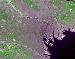 """Tokyo Landsat"". Lizenziert unter Public domain über Wikimedia Commons - http://commons.wikimedia.org/wiki/File:Tokyo_Landsat.jpg#mediaviewer/Datei:Tokyo_Landsat.jpg"